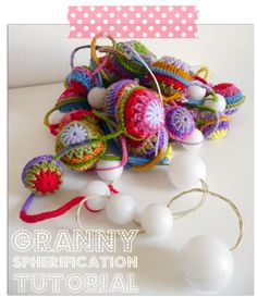 Granny Spheres Tutorial.  Christmas ornaments?  English and Spanish.