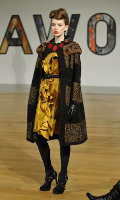 JOANNE HYNES AW09 #gold #runway How To Memorize Things, The Past, Archive, Runway, Gold, Style, Fashion, Cat Walk, Swag