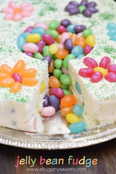 Jelly Belly Jelly Bean Fudge: a delicious, beautiful spring dessert idea. Makes a great addition to your Easter or Mother's Day table, or a great gift for a teacher or new mom! Fudge Recipes, Best Dessert Recipes, Candy Recipes, Jelly Recipes, Spring Desserts, Fun Desserts, Delicious Desserts, Banana Split, Oreo