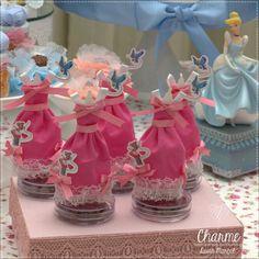 Vestido feito pelos ratinhos, perfeitos para decorar as embalagens de doces.