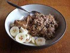 Almond Banana Breakfast Oats by theveganchickpea #Oats #Almond #Banana #theveganchickpea