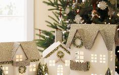 Litt papp og litt glitter og vips så har man slike fine hus til jul, det er iallefall planen min, men jeg får vel se hvor langt jeg kommer.....