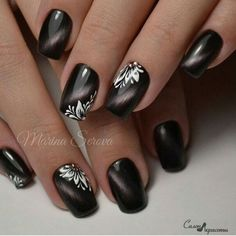 Nails play an important role in a woman's appearance. When Giving your nails makeup for Summer, most women will have a hard time choosing which shape of nails to make. Must Try Nail Designs For Short Nails 2019 Summer Trendy Nails, Cute Nails, Hair And Nails, My Nails, Cat Eye Nails Polish, Flower Nails, Beautiful Nail Art, Beautiful Women, Gorgeous Nails