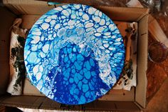 Now that I gained some experience with the acrylic pouring technique I hope I can give you some advice if you want to try it out for yourse...