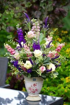 Arrangements Ikebana, Spring Flower Arrangements, Beautiful Flower Arrangements, Flower Centerpieces, Silk Flowers, Spring Flowers, Floral Arrangements, Beautiful Flowers, Bouquet Champetre