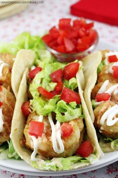 Bang Bang Shrimp Tacos ~ Pan-fried shrimp stuffed into corn tortillas with a special spicy sauce, lettuce, tomato, sour cream and avocado. (Bang bang shrimp is a crazy delicious appetizer made by smothering fried shrimp in a spicy hot sauce. Fish Recipes, Seafood Recipes, Mexican Food Recipes, Great Recipes, Cooking Recipes, Favorite Recipes, Healthy Recipes, Bonefish Grill Recipes, Recipies