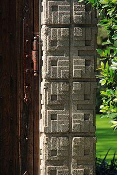 Textile Block : La Miniatura (Millard) House, Pasadena CA Organic Architecture, Amazing Architecture, Architecture Details, Interior Architecture, Interior And Exterior, Frank Lloyd Wright, Helsinki, Usonian, Walter Gropius