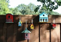 DIY Birdhouse fence decorations.
