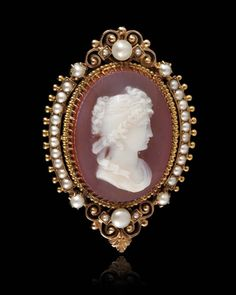 Cameo with pearls