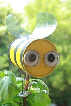 DIY Bee: can body..painted, water bottle wings, pop tops & buttons for eyes, and buttons dangle from string for feet. Tin Can Crafts, Diy And Crafts, Crafts For Kids, Arts And Crafts, Rock Crafts, Homemade Crafts, Garden Crafts, Garden Projects, Craft Projects