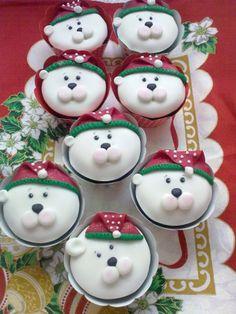 IJsberen cupcakes. Ook leuk om kerstmannetjes te maken of rendieren.