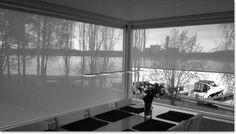 Sinulle, jolle ikkunat ovat merkittävässä osassa, etkä halua että ikkunasi menettävät merkitystään auringonsuojauksen vuoksi. Screen-kierrekaihtimissa mikroperforoitu kangasrakenne tekee kankaalle harsomaisen efektin jolloin tuote alaslaskettuna ei peitä maisemaa ja suodattaa hyvin valoa.
