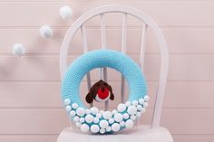 How to Make a Crochet Robin Wreath #crochet #robin #wreath #christmas #free #pattern