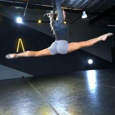 Cool Dance Moves, Dance Tips, Dance Poses, Flexibility Dance, Flexibility Workout, Dancers Body, Ballet Dancers, Contemporary Dance, Modern Dance
