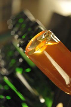 Découverte de la fabrication du vin et de la méthode traditionnelle. Un remueur peut tourner jusqu'à 60 000 bouteilles par jour.