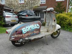 airbrushed sign writing - Google Search Scooters Vespa, Piaggio Scooter, Scooter Bike, Vespa Lambretta, Motor Scooters, Moto Bike, Classic Vespa, Sign Writing, Helmet Design