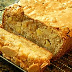 Debbie's Amazing Apple Bread Quick Bread Recipes, Baking Recipes, Cake Recipes, Dessert Recipes, Bread Cake, Dessert Bread, Apple Desserts, Apple Recipes, Vegan Desserts