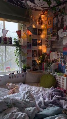 Room Design Bedroom, Room Ideas Bedroom, Bedroom Decor, Bedroom Inspo, Teen Bedroom, Indie Room Decor, Cute Room Decor, Indie Dorm Room, Hipster Decor