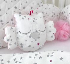 Little owl cushion white and pink with grey stars - Stofftiere Owl Cushion, Cloud Cushion, Cloud Pillow, Quilt Baby, Baby Pillows, Kids Pillows, Throw Pillows, Cot Bumper, Diy Bebe