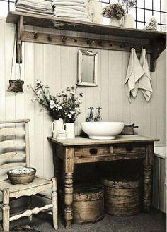 Ideas Baños, Decor Ideas, Decorating Ideas, Lamp Ideas, Baños Shabby Chic, Primitive Bathrooms, Farmhouse Bathrooms, Small Rustic Bathrooms, Country Bathrooms