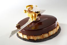 The competition that unveils the latest trends and discovers the new talents of the worldwide pastry. I Love Chocolate, Chocolate Shop, Delicious Chocolate, Chocolate Pictures, Gourmet Desserts, Edible Art, Bakery, Deserts, Gastronomia