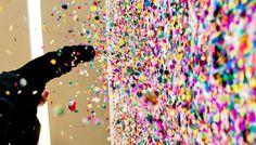 Le street art au service de la marque Converse  «Just add color» est le nom de cette campagne publicitaire pour la marque Converse, lancée dans plusieurs villes d'Allemagne, d'Autriche et de Suisse.  Le concept est simple, un piratage de tous les fondamentaux du street art à des fins marketing.  De quoi faire bondir tous les puristes mais le but est atteint, on en parle.