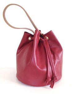 Make a drawstring bucket bag :: How to make a handbag