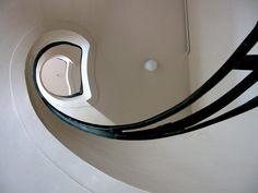 În jurul scării... - igloo.ro