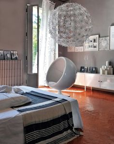 French By Design: House Tour : At home with Karine. cuadros, manitas y lockers Ikea Inspiration, Interior Inspiration, Design Inspiration, Home Staging, House Tours, Decor Styles, Decoration, Interior Design, Modern Interior