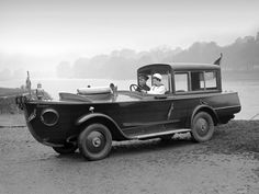 The Peugeot motor-boat car was an advertisement object for Peugoet Nautic. The front end was a cut open boat hull on a Peugeot car chassis. (October 1926)