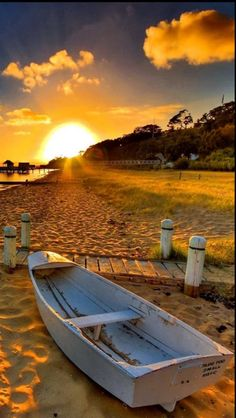 //Boat and Sunset ~ Beautiful place Beach Sea and Sand ~ Beautiful Sunrise, Beautiful Beaches, Beautiful Morning, Landscape Photography, Nature Photography, Cool Photos, Beautiful Pictures, Nature Pictures, Belle Photo