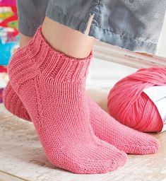 Short Socks pattern by Helen Bingham Socks are filled with fun techniques. Knit your cuff in the round, work your heel flap in rows, and then graft your toe using Kitchener stitch. Knitted Socks Free Pattern, Crochet Socks, Knitted Slippers, Knit Or Crochet, Knitting Socks, Knitting Patterns Free, Free Knitting, Knit Socks, Knitting Tutorials