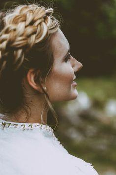 Hochzeitsdirndl 3 - maßgeschneiderte Hochzeitsdirndl Dreadlocks, Hair Styles, Beauty, Silk, Wedding, Nice Asses, Hair Plait Styles, Hair Makeup, Hairdos