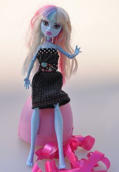 Krawatten-Upcycling: Puppenkleid für Monster High nähen Monster High, Ever After, My Beauty, Elegant, Blog, My Favorite Things, Disney Princess, Disney Characters, Ties