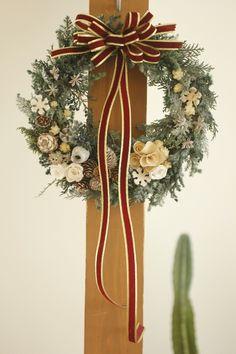 クリスマスリース作り教室に♪|::::(NRM)×Happy Life:::: Wreaths And Garlands, Holiday Wreaths, Christmas Flowers, Christmas Holidays, Diy Wreath, Ornament Wreath, Xmas Ornaments, Christmas Decorations, Wedding Notes