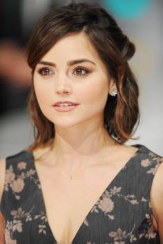 Jenna Coleman ✾ at the EE British Academy Film Awards on February Medium Hair Styles, Short Hair Styles, Head Band, British Academy Film Awards, Shoulder Length Hair, Mannequins, Belle Photo, Hair Lengths, Pretty People