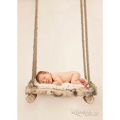 Realizado en abedúl natural y cuerdas de yute. Diseñado y pensado exclusivamente para fotografía de bebés. Muy polivalente, se pueden obtene...