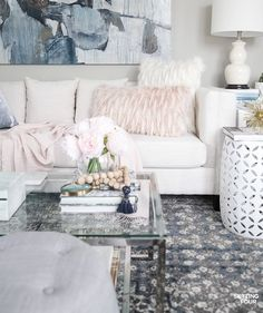 See my blush pink and blue house tour and transitional living room ideas in my Seasonal Simplicity Spring Home Tour! 29 talented bloggers are sharing their Spring home tours here too - you'll discover tons of beautiful Spring decor ideas for your home! #homedecor #decor #hometour #livingroom #blushpink #springdecor