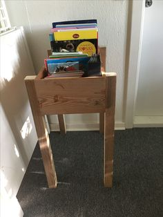 Var så heldig og købe en kasse for 20kr og så har min samler-mand selvfølgelig pind til ben liggende, så nu er der plads til alle bøgerne et sted og begge børn kan kigge i den👍😍 så skal den bare males (en dag)