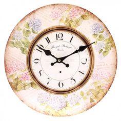 Okrągły zegar ścienny w jasnym odcieniu ozdobiony motywem hortensji.  Więcej na : www.lawendowykredens.pl