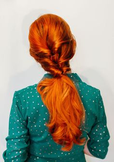 Love this triple twisted pony! Super easy to do with a series of half ponytails flipped over