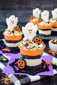 No Bake Halloween Cheesecake Parfaits - sprinkles and ghost Peeps make these easy cheesecake parfaits a fun treat to share at Halloween parties! Halloween Baking, Halloween Parties, Halloween Desserts, Halloween Treats, Parfait Desserts, Parfait Recipes, Spooky Treats, Layered Desserts, Cookie Crumbs