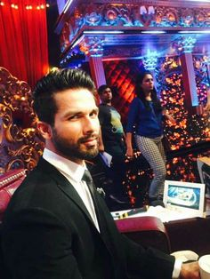 Shahid Kapoor on the sets of 'Jhalak Dikhla Jaa 8'. #Bollywood #Fashion #Style #Handsome