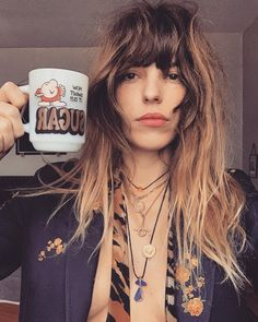 Count your blessings, work, give it all you got and start again ☕️ Charlotte Gainsbourg, Lou Doillon, Dylan Sprouse, Rocker Girl, Rocker Style, Denise Richards, Taylor Lautner, Chic Hairstyles, Hairstyles With Bangs