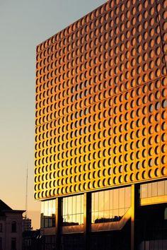 Tivoli Vredenburg Utrecht: futuristic concert hall, worth even just a short visit! Space Architecture, Concert Hall, Facades, Thesis, Concerts, Futuristic, Holland, Theater, Teatro