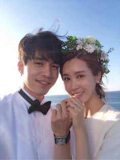 Actress Lee Da Hae and Lee Dong Wook posed together for a few selca's (self-cam pictures) to wrap up the 'Hotel King' series which aired on MBC from April to July for a total of 32 episodes. Gong Yoo, Drama Korea, Korean Drama, Asian Actors, Korean Actors, Korean Men, She Say Goodbye, Lee Da Hae, Yoo In Na