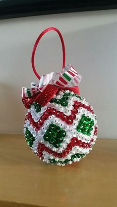 Beaded Christmas Decorations, Quilted Christmas Ornaments, Christmas Baubles, Christmas Crafts, Nordic Christmas, Modern Christmas, Sequin Ornaments, Ball Ornaments, Sequin Crafts