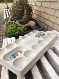 Beton Kalaha für den Garten oder die Terasse, mit Murmeln oder hübschen Steinen gespielt (DIY)