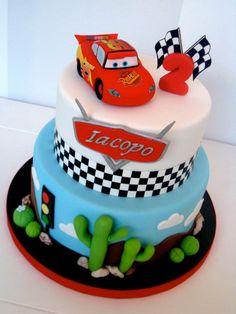 Imagen relacionada Lightning Mcqueen Birthday Cake, Lightning Mcqueen Cake, Gateau Flash Mcqueen, Cars Theme Cake, Fondant Cakes, Cupcake Cakes, Disney Cars Cake, Cars Birthday Parties, 2nd Birthday
