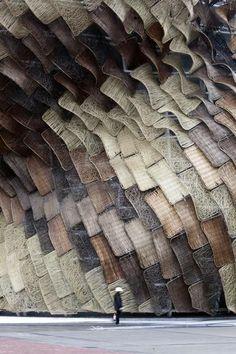 Gevel van het Spaanse paviljoen bij de Expo 2010 in Shanghai. Ontwerp van EMBT Arquitectos.